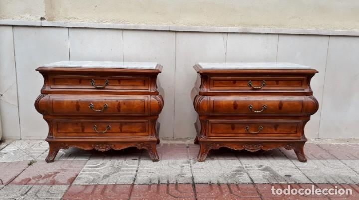 Antigüedades: Pareja de mesillas de noche antiguas estilo Luis XV. Dos mesitas dormitorio abombadas bombé vintage - Foto 2 - 158158826