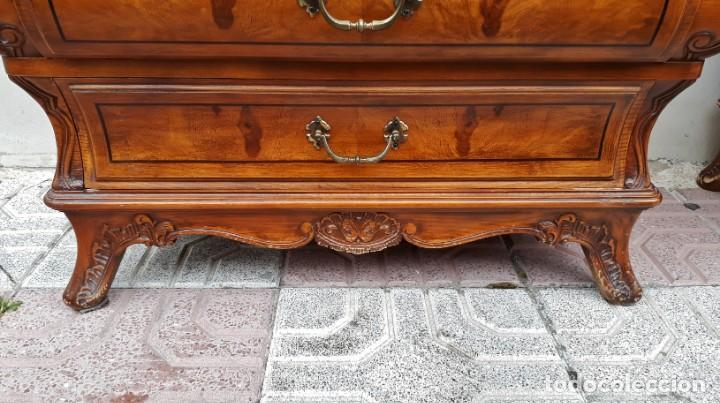 Antigüedades: Pareja de mesillas de noche antiguas estilo Luis XV. Dos mesitas dormitorio abombadas bombé vintage - Foto 8 - 158158826
