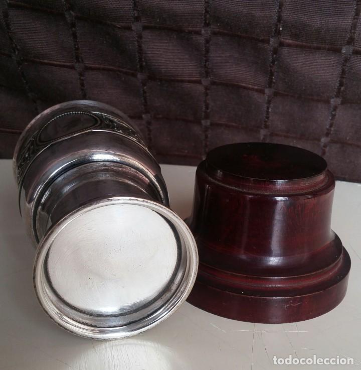 Antigüedades: Copa de metal blanco con peana de madera - Foto 6 - 158160790