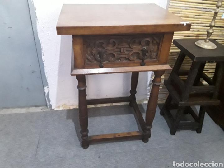 MESA AUXILIAR DE NOGAL (Antigüedades - Muebles Antiguos - Mesas Antiguas)