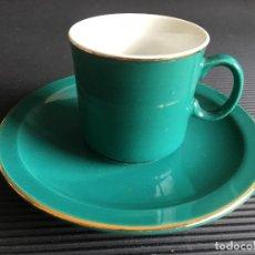 Antigüedades: PLATO Y TAZA DE CAFE, COLOR VERDE CON RIBETE DORADO, DE PORCELANA CHINA. Lote 158262346