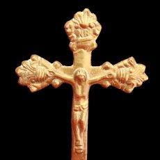 Antigüedades: ANTIGUO CRUCIFIJO DE ALTAR O SOBREMESA MACIZO EN BRONCE. Lote 58182959
