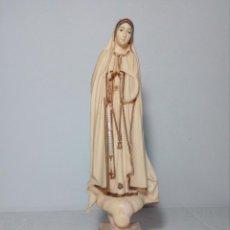 Antigüedades: FIGURA DE LA VIRGEN DE FÁTIMA (PORTUGAL) EN RESINA (AÑOS 60) 23X8 CENTÍMETROS (RECUERDO DE FÁTIMA). Lote 158303790