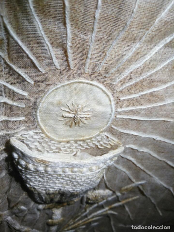 Antigüedades: EXCEPCIONAL MANTEL ANTIGUO DE ALTAR DE ORGANZA BORDADO A MANO - Foto 5 - 158339530