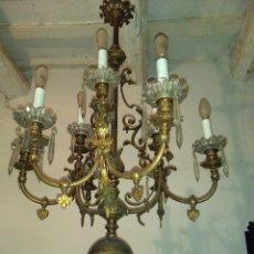 Antigüedades: LAMPARA DE GAS ELECTRIFICADA. ANTIGUA LÁMPARA DE TECHO, BRONCE CON TULIPAS Y LÁGRIMAS DE CRISTAL.. Lote 158346490