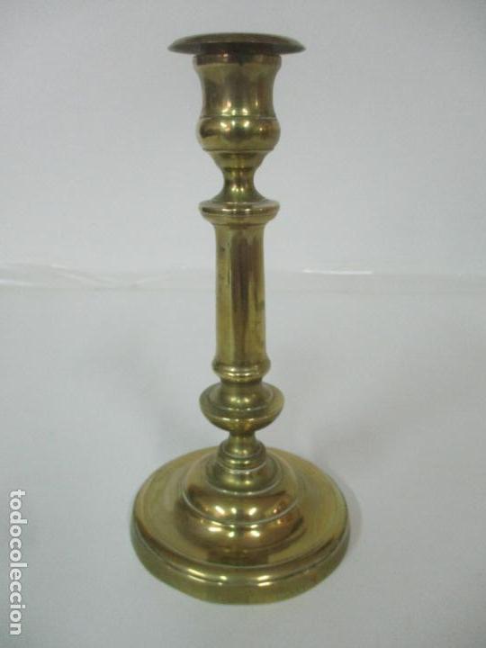 ANTIGUO CANDELABRO - BRONCE - 24 CM ALTURA - PESO 470 GR - S. XIX (Antigüedades - Iluminación - Candelabros Antiguos)