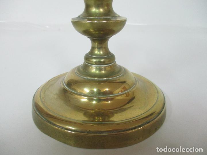 Antigüedades: Antiguo Candelabro - Bronce - 24 cm Altura - Peso 470 gr - S. XIX - Foto 2 - 158374274