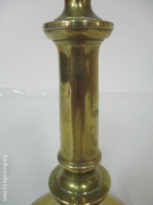 Antigüedades: Antiguo Candelabro - Bronce - 24 cm Altura - Peso 470 gr - S. XIX - Foto 3 - 158374274