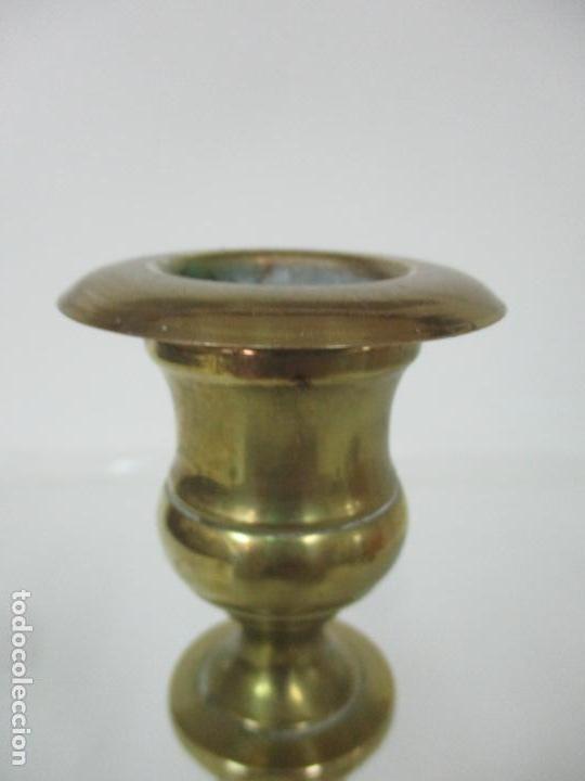 Antigüedades: Antiguo Candelabro - Bronce - 24 cm Altura - Peso 470 gr - S. XIX - Foto 4 - 158374274
