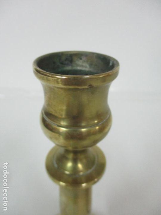Antigüedades: Antiguo Candelabro - Bronce - 24 cm Altura - Peso 470 gr - S. XIX - Foto 7 - 158374274