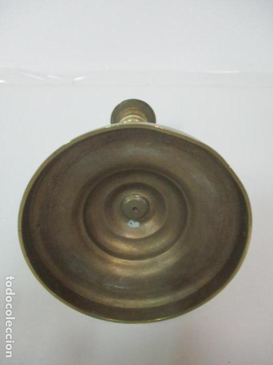Antigüedades: Antiguo Candelabro - Bronce - 24 cm Altura - Peso 470 gr - S. XIX - Foto 9 - 158374274