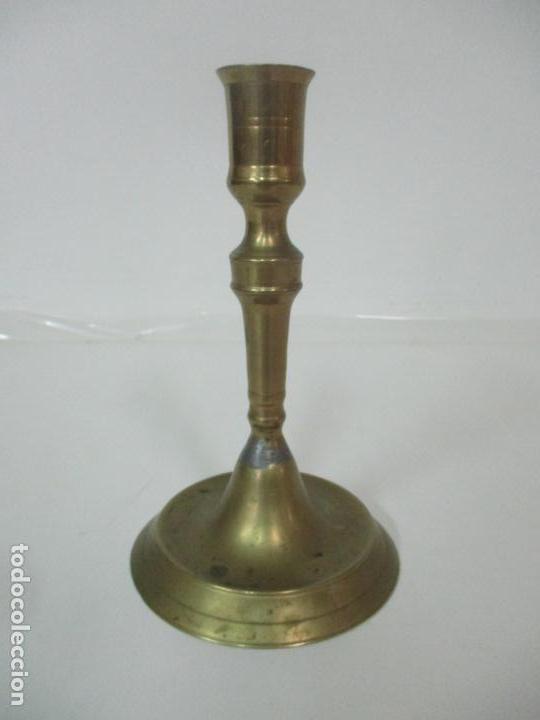 ANTIGUO CANDELABRO - BRONCE - 20 CM ALTURA - PESO 419 GR - S. XIX (Antigüedades - Iluminación - Candelabros Antiguos)