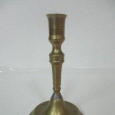 Antigüedades: ANTIGUO CANDELABRO - BRONCE - 20 CM ALTURA - PESO 419 GR - S. XIX. Lote 158374970
