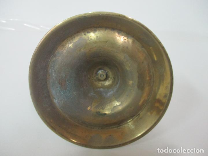 Antigüedades: Antiguo Candelabro - Bronce - 20 cm Altura - Peso 419 gr - S. XIX - Foto 9 - 158374970
