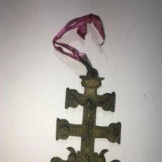 Antigüedades: ANTIGUA CRUZ DE CARAVACA ORIGINAL REALIZADA EN BRONCE MEDIDAS FOTOGRAFIADAS. Lote 158415566