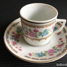 Antigüedades: PRECIOSO PLATO Y TAZA DE CAFÉ DE PORCELANA CHINA, DECORADA CON MOTIVOS FLORALES. Lote 158424562