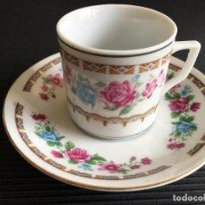 Antigüedades: PRECIOSO PLATO Y TAZA DE CAFÉ DE PORCELANA CHINA, DECORADA CON MOTIVOS FLORALES. Lote 158424874