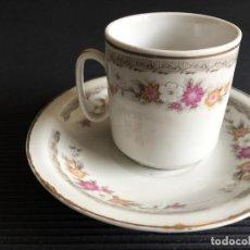 Antigüedades: PRECIOSO PLATO Y TAZA DE CAFÉ DE PORCELANA CHINA, DECORADA CON MOTIVOS FLORALES. Lote 158425042