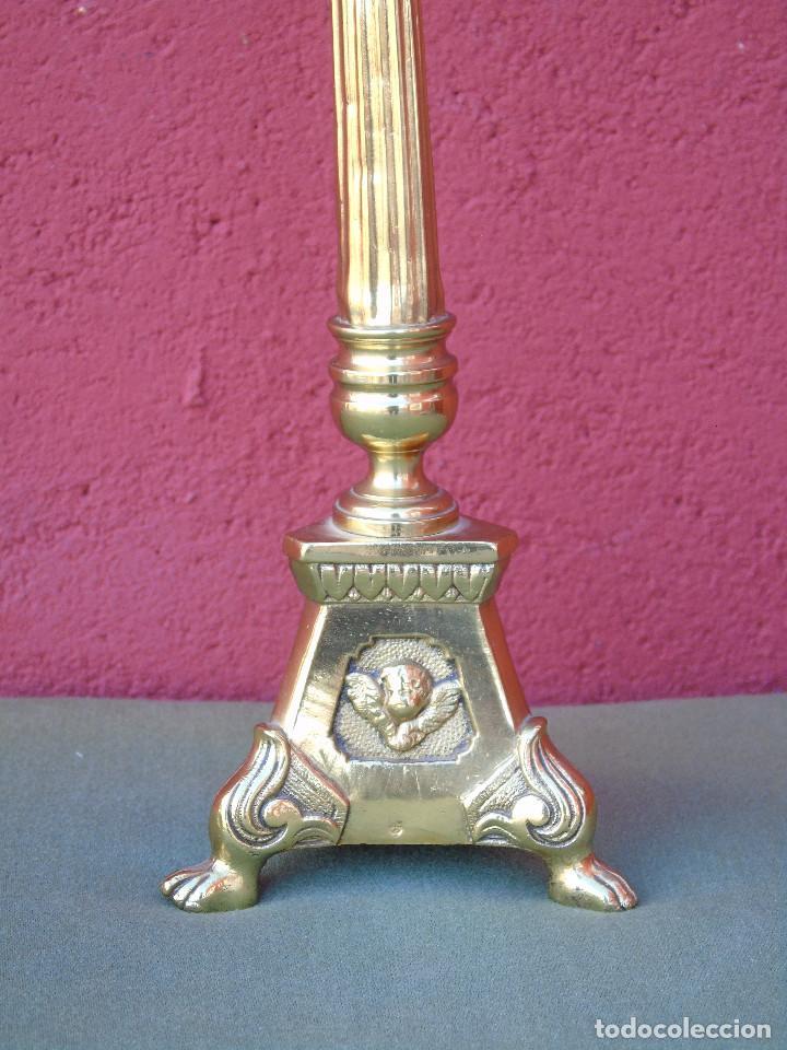 ANTIGUO CANDELABRO DE IGLESIA DE BRONCE, CON MARCA DEL ORFEBRE. SG XIX (Antigüedades - Iluminación - Candelabros Antiguos)