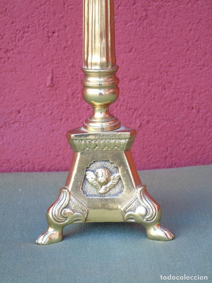 Antigüedades: ANTIGUO CANDELABRO DE IGLESIA DE BRONCE, CON MARCA DEL ORFEBRE. SG XIX - Foto 6 - 158498922