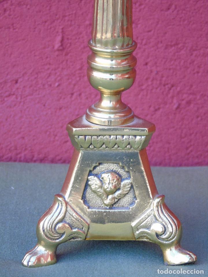 Antigüedades: ANTIGUO CANDELABRO DE IGLESIA DE BRONCE, CON MARCA DEL ORFEBRE. SG XIX - Foto 10 - 158498922
