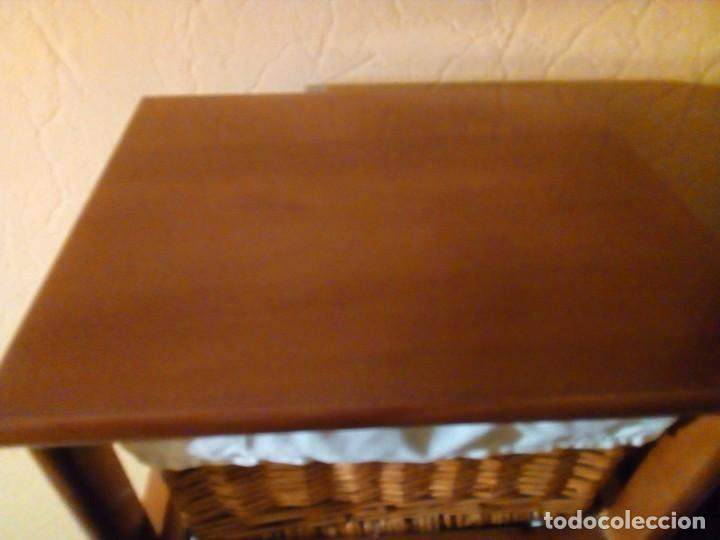 Antigüedades: MUEBLE DE MADERA MACIZA CON 6 CESTOS DE MIMBRE - Foto 4 - 158508014