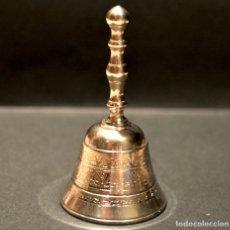 Antigüedades: PEQUEÑA CAPANA LLAMADOR DE MANO EN LATON. Lote 158540110