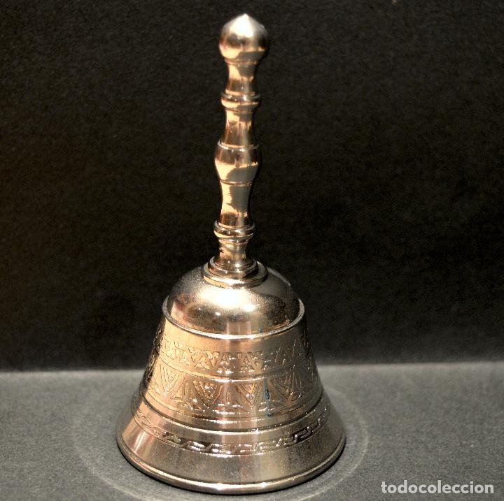 Antigüedades: PEQUEÑA CAPANA LLAMADOR DE MANO EN LATON - Foto 3 - 158540110