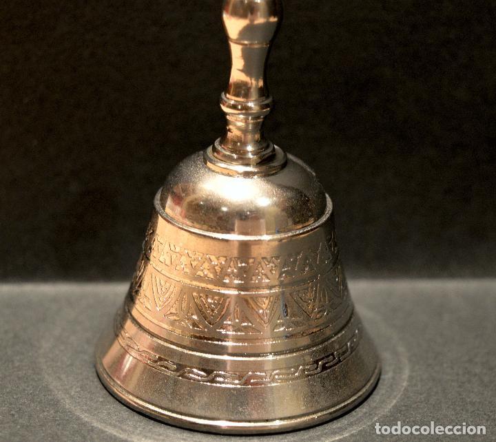 Antigüedades: PEQUEÑA CAPANA LLAMADOR DE MANO EN LATON - Foto 4 - 158540110