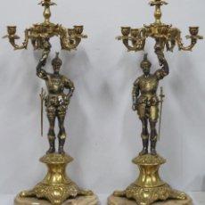 Antigüedades: GRAN PAREJA DE CANDELEROS DE BRONCE. SIGLO XX. Lote 158549738