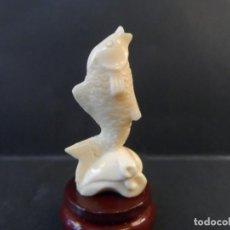 Antigüedades: TRUCHA ERGUIDA SOBRE ROCA. TALLA EUROPEA. EN MARFIL. FRANCIA. MARZO 1935. Lote 158586566