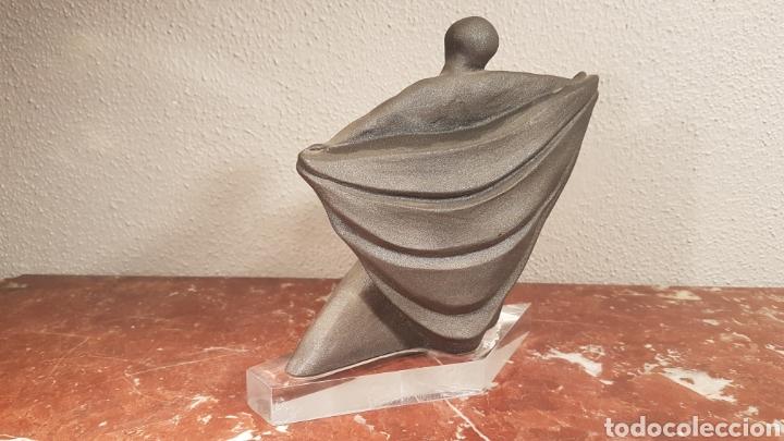 Antigüedades: FIGURA BAILARINA DE CERAMICA VIDRIADA GRIS CON BASE DE METACRILATO - Foto 3 - 158617685