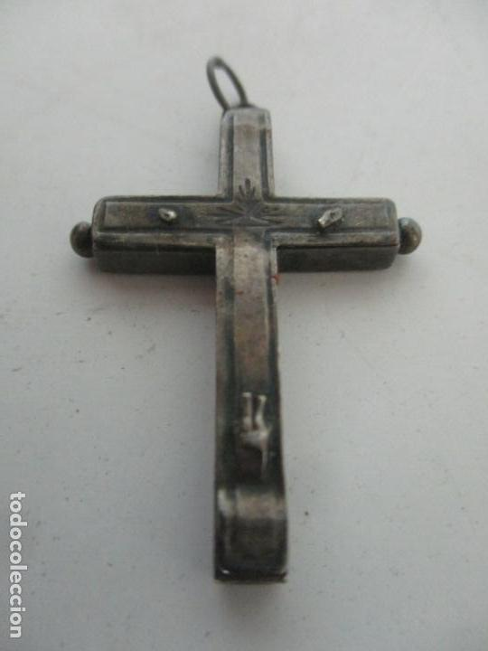 ANTIGUA CRUZ RELICARIO - PLATA DE LEY, CINCELADA - S. XVIII-XIX (Antigüedades - Religiosas - Cruces Antiguas)