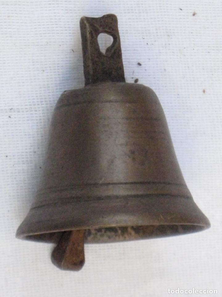 Antigüedades: LOTE DE 6 CAMPANILLAS PEQUEÑAS ANTIGUAS EN BRONCE. - Foto 3 - 158694414