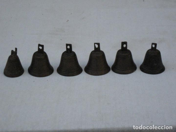Antigüedades: LOTE DE 6 CAMPANILLAS PEQUEÑAS ANTIGUAS EN BRONCE. - Foto 6 - 158694414