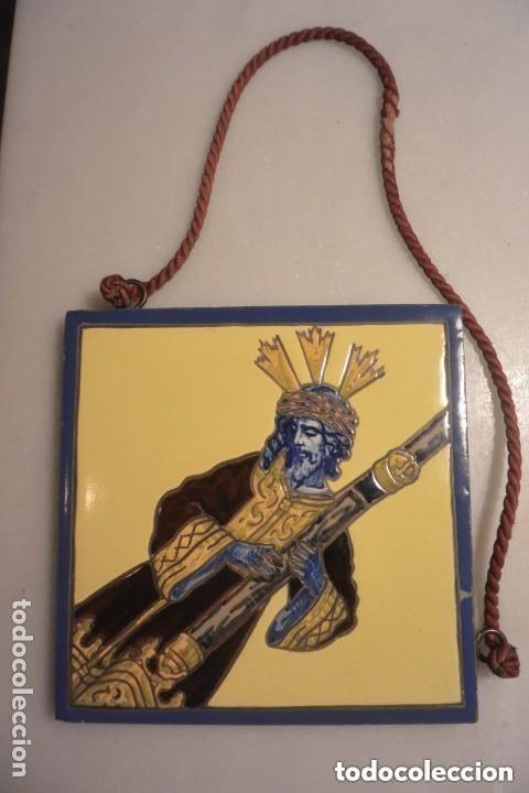 IMPORTANTE AZULEJO SEVILLANO DE TRIANA. CRISTO DEL GRAN PODER. Vª MENSAQUE. SEVILLA. AÑOS 20 (Antigüedades - Porcelanas y Cerámicas - Triana)
