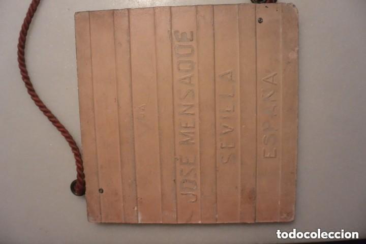 Antigüedades: IMPORTANTE AZULEJO SEVILLANO DE TRIANA. CRISTO DEL GRAN PODER. Vª MENSAQUE. SEVILLA. AÑOS 20 - Foto 3 - 158697002