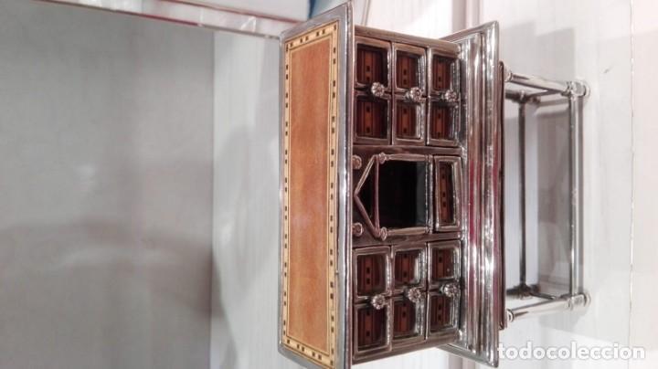 Antigüedades: miniatura Bargueño en plata con siete cajones extraibles. 13x11x4,5 de colección - Foto 4 - 171276498