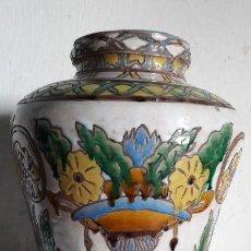 Antigüedades: JARRÓN EN CUERDA SECA DECORACIÓN FLORES TRIANA ( SEVILLA ) PRNC. XX. Lote 158762206