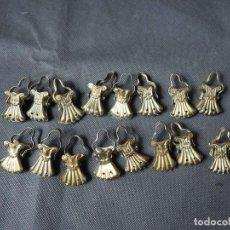 Antigüedades: LOTE DE 16 PINZAS ANTIGUAS PARA CORTINAS. Lote 158833450