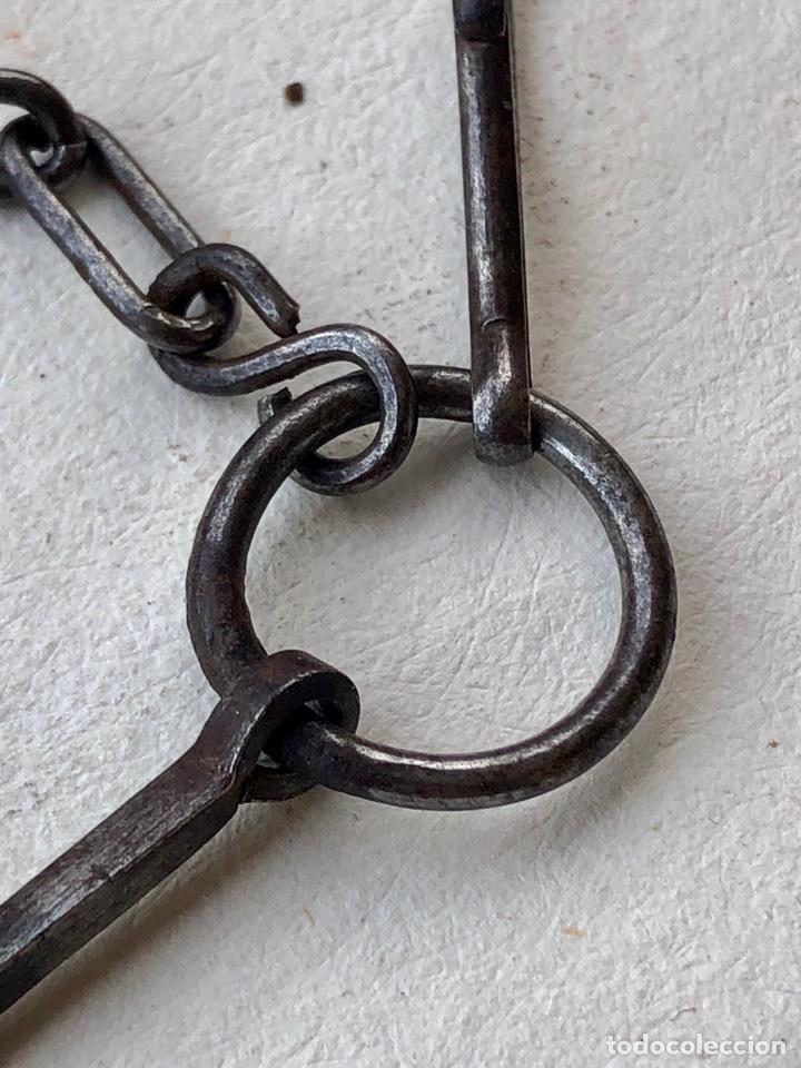 Antigüedades: Antigua cadena de forja con cruz - Foto 5 - 158873504