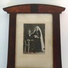 Antigüedades: ANTIGUO MARCO MODERNISTA, CON FOTOGRAFÍA DE BODA. Lote 158912466