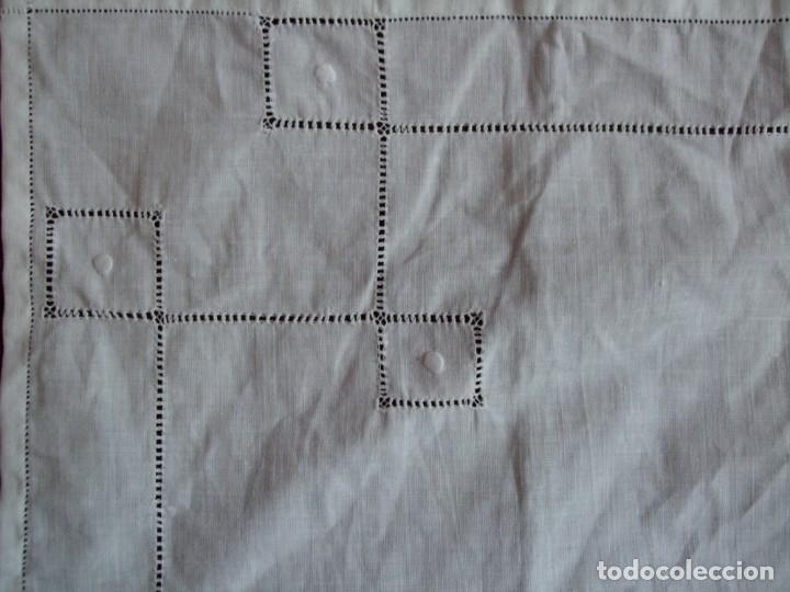 Antigüedades: ANTIGUO TAPETE , MANTEL LITURGIAS O VARIOS. BORDADO , VAINICAS - Foto 6 - 158953830