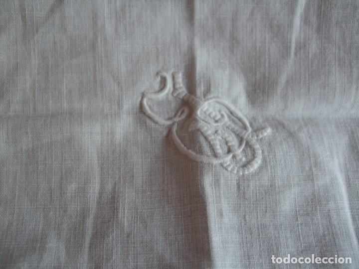 Antigüedades: ANTIGUO TAPETE , MANTEL LITURGIAS O VARIOS. BORDADO , VAINICAS - Foto 8 - 158953830
