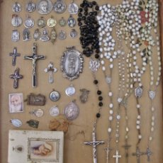 Antigüedades: MEDALLAS RELIGIOSAS, ROSARIOS Y CRUCIFIJOS. Lote 158954906