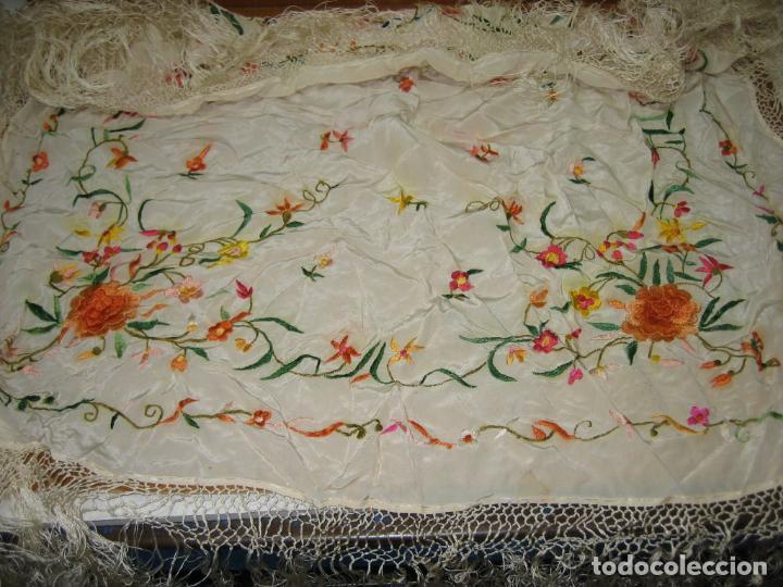 Antigüedades: Antiguo mantón bordado a mano - Foto 12 - 158969806