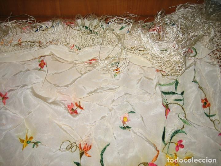 Antigüedades: Antiguo mantón bordado a mano - Foto 15 - 158969806