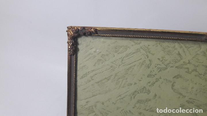 Antigüedades: ANTIGUO PORTAFOTOS EN METAL DORADO HACIA 1920, MEDIDA TOTAL 9,5X14,5 CM, BUEN ESTADO - Foto 2 - 158972466