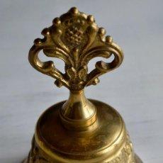 Antigüedades: CAMPANA CAMPANILLA LLAMADOR DE BRONCE DE 12 X 7 CM APRÓX. PESO: 327 GR.. Lote 158975154