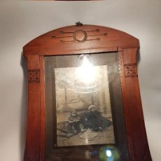 Oggetti Antichi: ELABORADO Y ANTIGUO PEQUEÑO MARCO ART NOUVEAU PP.SG.XX. 1900-1930 MADERA LABRADA. Lote 159024486
